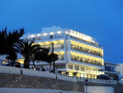 Top-8 hotels in the center of Tinos Town