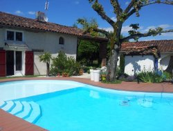 Montauban hotels with swimming pool