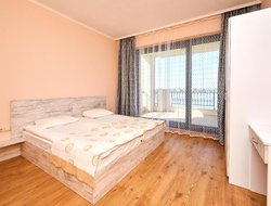 Pomorie hotels with lake view