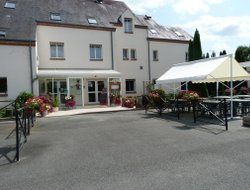 Sully-sur-Loire hotels with restaurants
