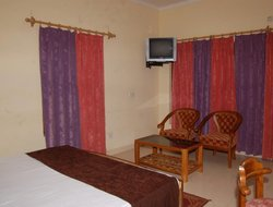 Bhim Tal hotels with swimming pool