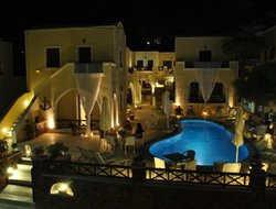 Kamari hotels with swimming pool