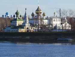 Uglich hotels with restaurants