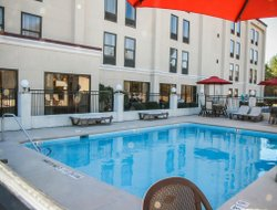 Selma hotels with swimming pool