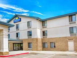 Pets-friendly hotels in Aurora
