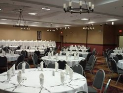 Owatonna hotels with restaurants