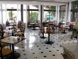 Menton hotels with restaurants