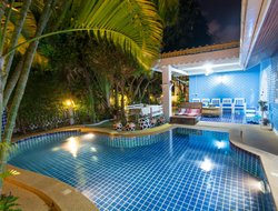 Jomtien Beach hotels with swimming pool