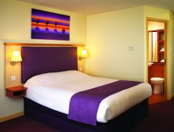 Borehamwood hotels with restaurants