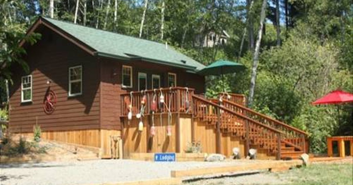 Scotty Point Cabin on the Bluff - Two Bedroom Holiday Home