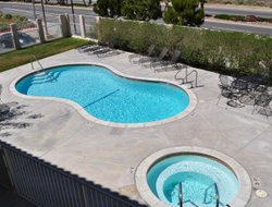 Palmdale hotels with swimming pool