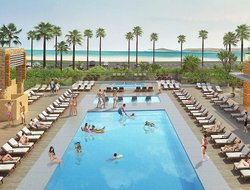 Huntington Beach hotels with restaurants