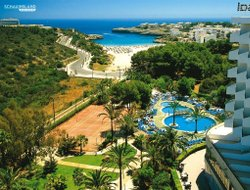 Porto Colom hotels with restaurants