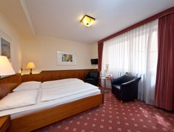 Teltow hotels with restaurants
