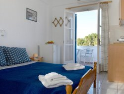 Top-7 romantic Perissa hotels