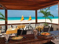Eagle Beach hotels with restaurants