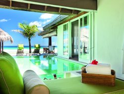Emboodhoo hotels with restaurants