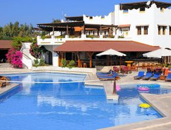Top-7 hotels in the center of Lambi Beach