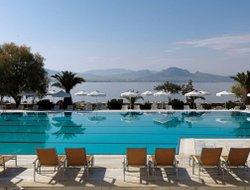 Loutraki hotels with swimming pool