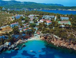 Top-3 hotels in the center of Cala de Portinatx