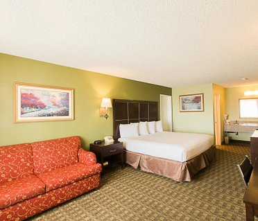 The Buena Park Hotel & Suites