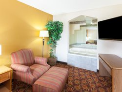 Big Rapids hotels with swimming pool