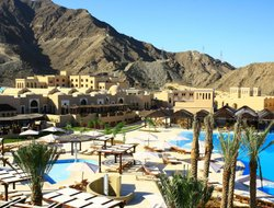 Al Aqah hotels with swimming pool