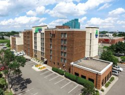 Bloomington hotels for families with children