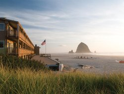 Cannon Beach hotels with restaurants
