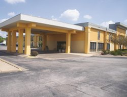 Bettendorf hotels with swimming pool