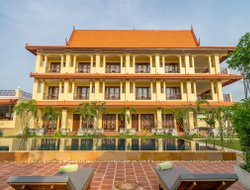 Cambodia hotels with Russian personnel