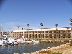 Port Hueneme hotels with restaurants