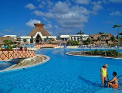 PUERTO AVENTURAS hotels with restaurants