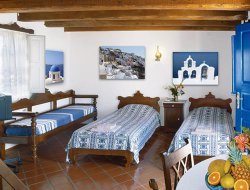 Oia hotels for families with children