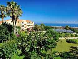 Cefalu hotels with restaurants
