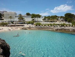 Top-6 hotels in the center of Cala San Vicente