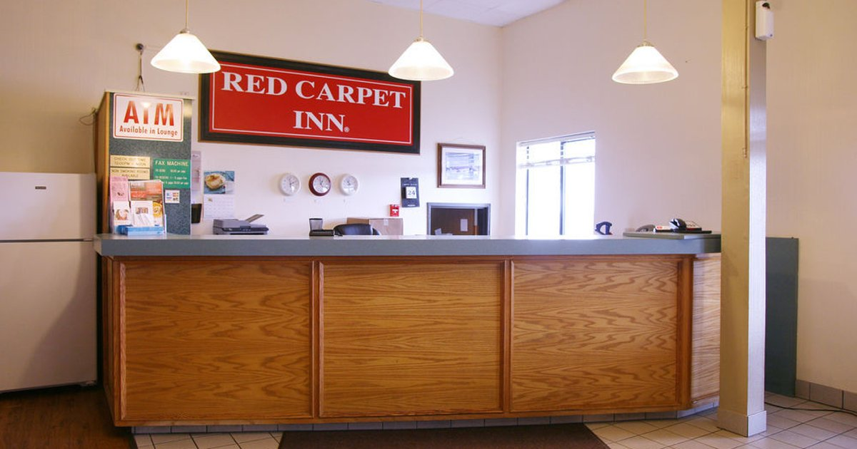 Red Carpet Inn - Omaha