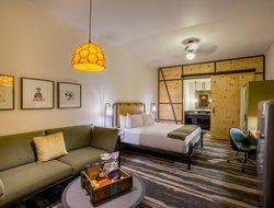 College Station hotels with restaurants
