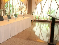 Suriname hotels with restaurants