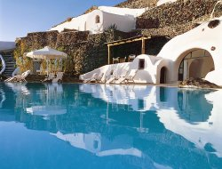 Top-8 of luxury Oia hotels