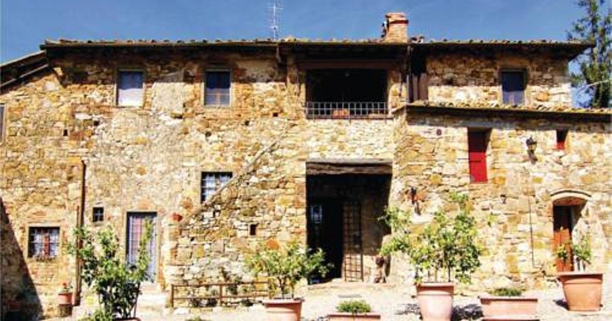 Five-Bedroom Holiday home Badia a Passignano FI with a Fireplace 07