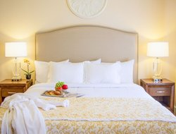 Top-10 hotels in the center of Santa Barbara