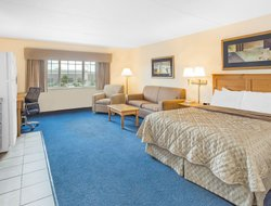 Oshkosh hotels for families with children