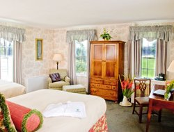 Southern Pines hotels with restaurants