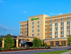 Morrisville hotels with restaurants