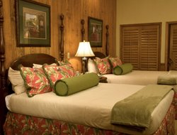Southern Pines hotels with swimming pool