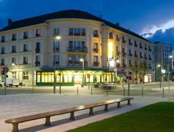 Chaumont hotels with restaurants