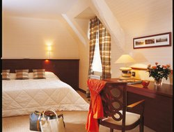 Top-3 hotels in the center of St. Jouan-des-Guerets