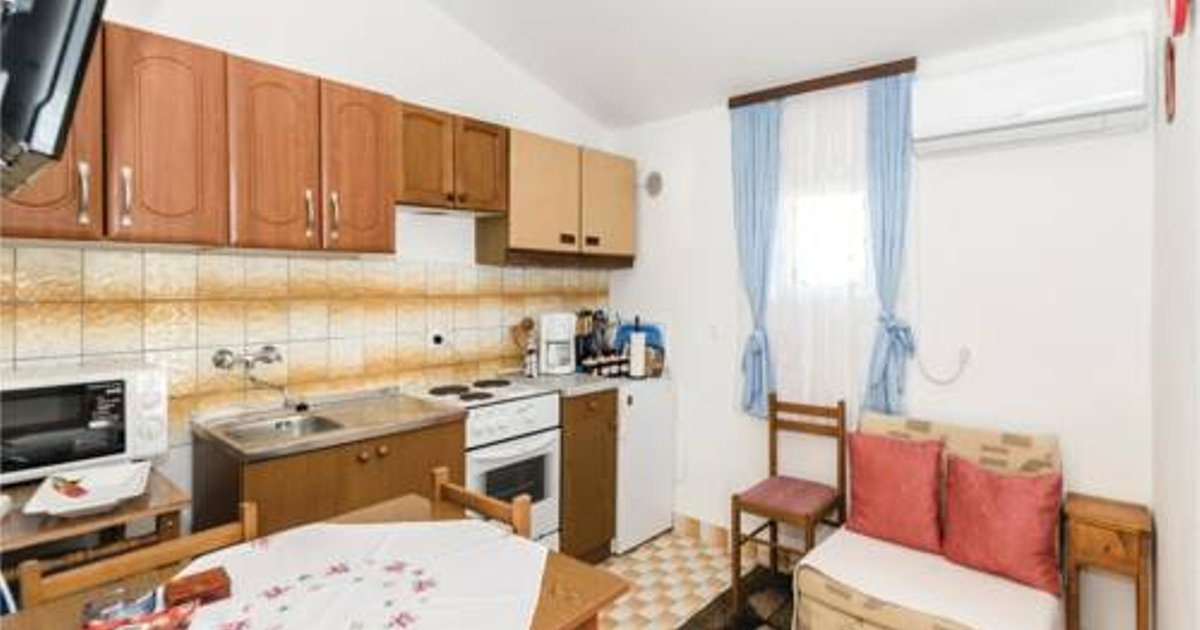 Two-Bedroom Apartment in Vir