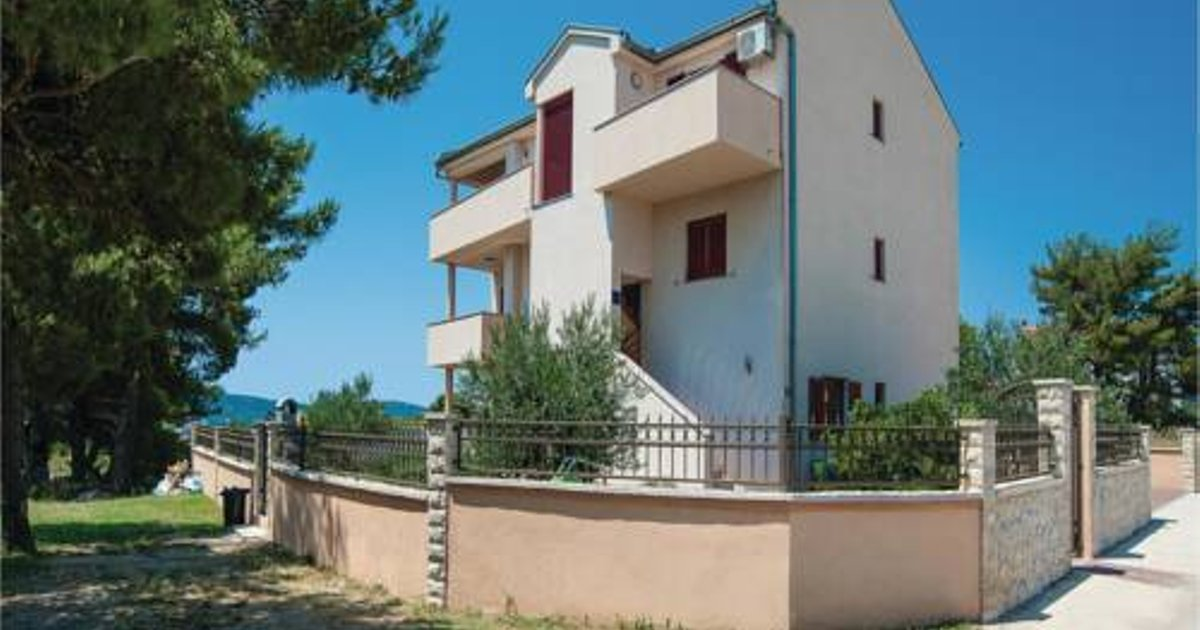 Two-Bedroom Apartment in Biograd